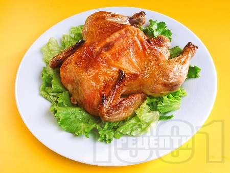 Цяло пиле печено върху сол  на фурна - снимка на рецептата
